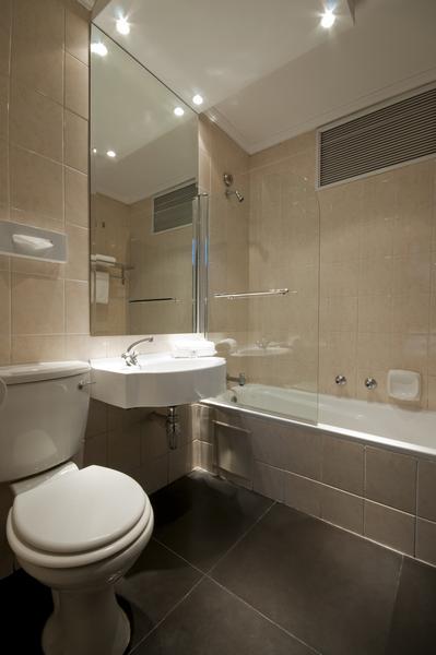 Room pictures manhattan hotel pretoria for Bathroom designs gauteng